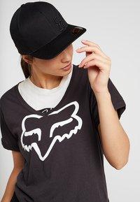 Fox Racing - FLEXFIT HAT - Kšiltovka - black - 4