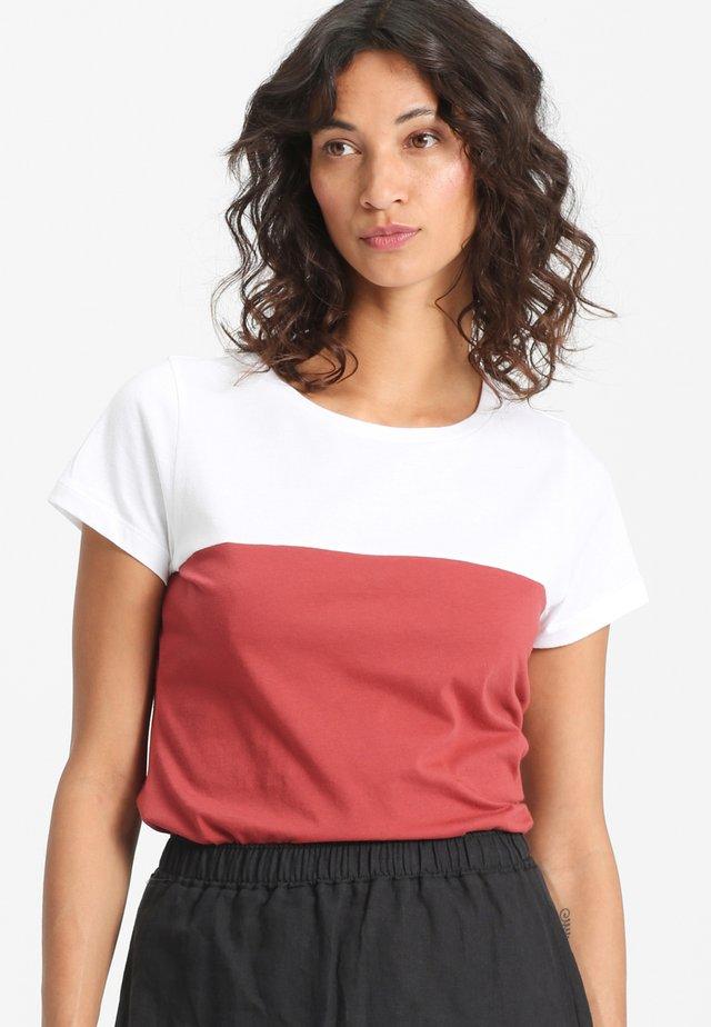 EMER - T-shirt print - white/red