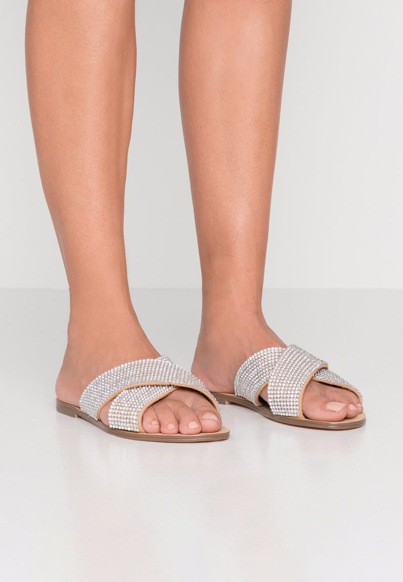 Forever New - CROSS VAMP STRAP  - Pantolette flach - silver