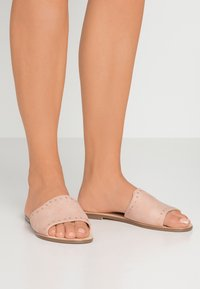 Forever New - OLIVIA STUDDED MULE - Pantolette flach - pink - 0