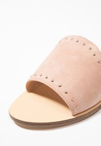 Forever New - OLIVIA STUDDED MULE - Pantolette flach - pink - 2