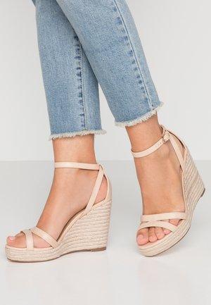 RUBY WEDGE - Sandály na vysokém podpatku - nude