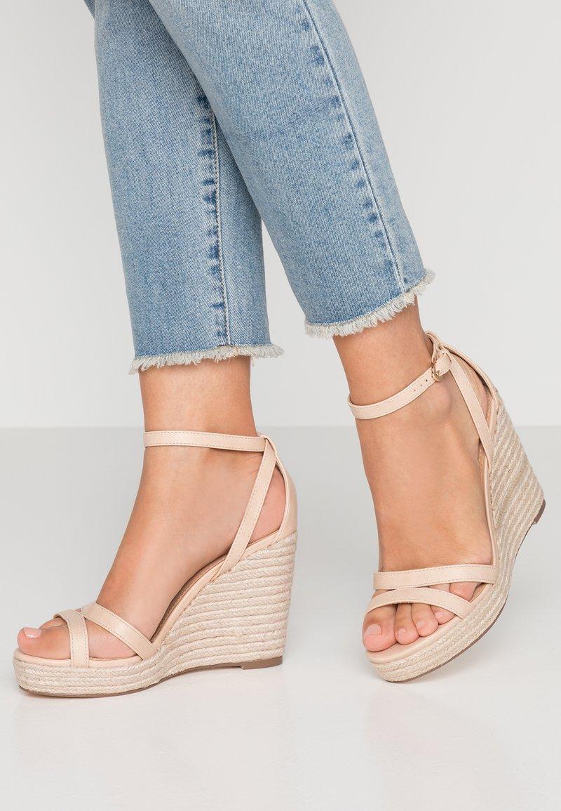 Forever New - RUBY WEDGE - Sandály na vysokém podpatku - nude