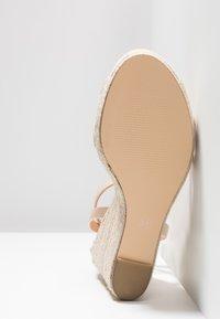 Forever New - RUBY WEDGE - Sandály na vysokém podpatku - nude - 6