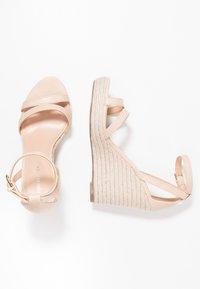 Forever New - RUBY WEDGE - Sandály na vysokém podpatku - nude - 3