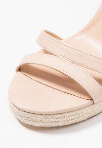 Forever New - RUBY WEDGE - Sandály na vysokém podpatku - nude - 2