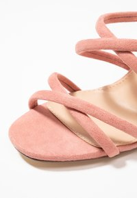 Forever New - LUNA STRAPPY MID BLOCK  - Pantolette hoch - dusty blush - 2