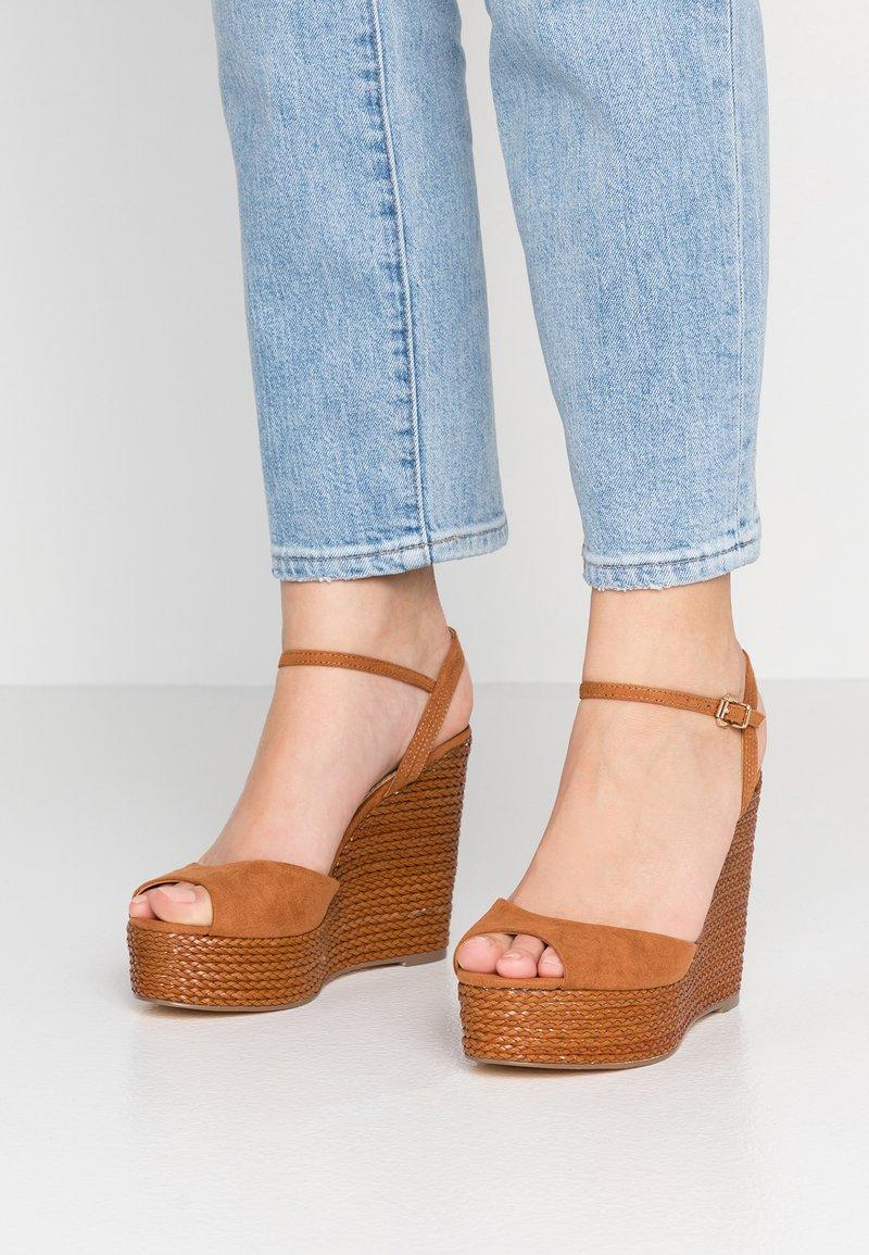 Forever New - ELIZA WEAVE WEDGE - Sandály na vysokém podpatku - tan