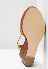 Forever New - ELIZA WEAVE WEDGE - High Heel Sandalette - tan - 6