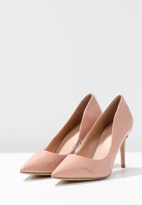 Forever New - DIEGO STILLETTO POINTED COURT SHOE - Zapatos altos - nude - 4