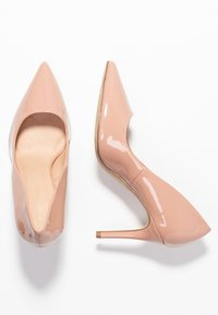 Forever New - DIEGO STILLETTO POINTED COURT SHOE - Zapatos altos - nude - 3