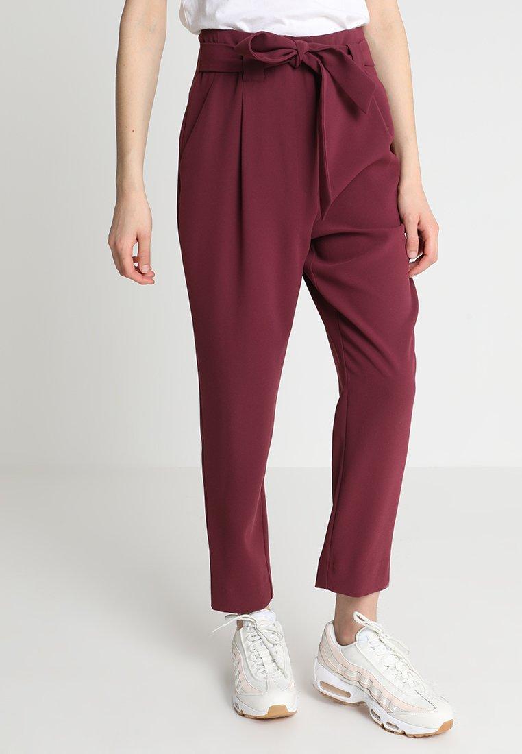 Forever New - NATASHA HIGHWAIST TIE FRONT PANTS - Kalhoty - berry