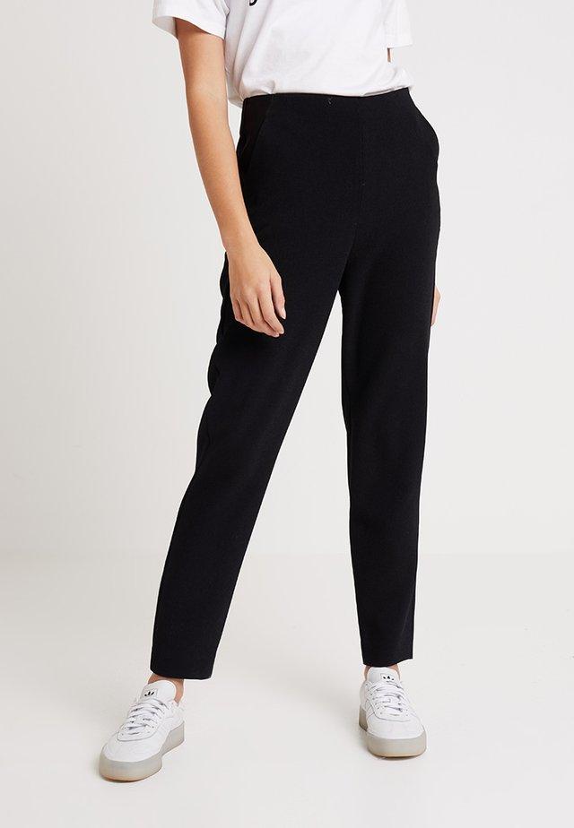 ELSA CIGARETTE PANT - Bukse - black