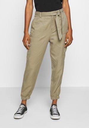 ANNIE PANT - Kalhoty - khaki
