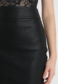 Forever New - ALEX PENCIL SKIRT - Blyantnederdel / pencil skirts - black - 3