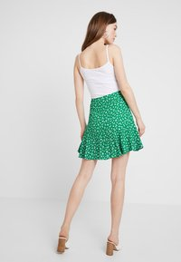 Forever New - LIBBY RUCHED MINI SKIRT - Jupe trapèze - green - 2
