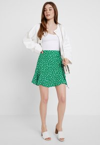 Forever New - LIBBY RUCHED MINI SKIRT - Jupe trapèze - green - 1