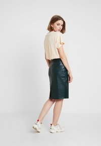 Forever New - AMY PENCIL SKIRT - Pencil skirt - green bay - 2