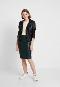 Forever New - AMY PENCIL SKIRT - Pencil skirt - green bay - 1