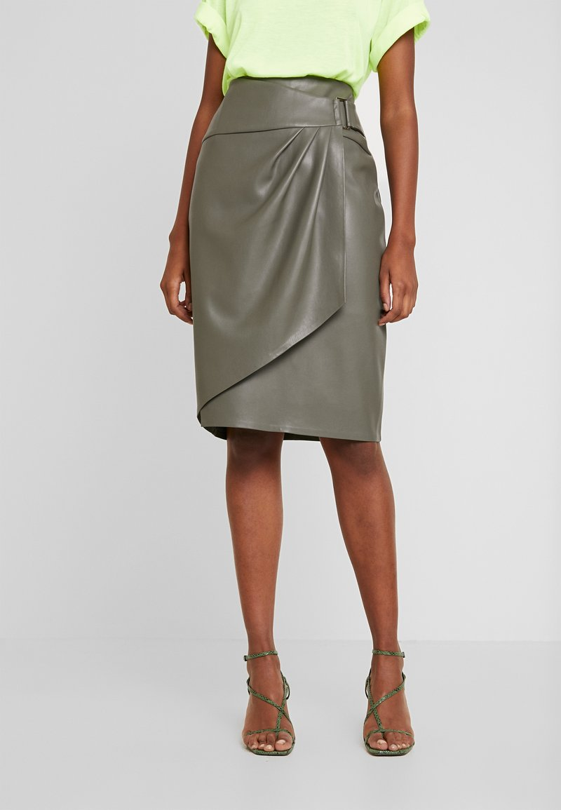 Forever New - ISLA WRAP PENCIL SKIRT - Tubenederdele - khaki olive
