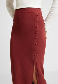 Forever New - BROOKE BUTTON SKIRT - Falda de tubo - rust - 4