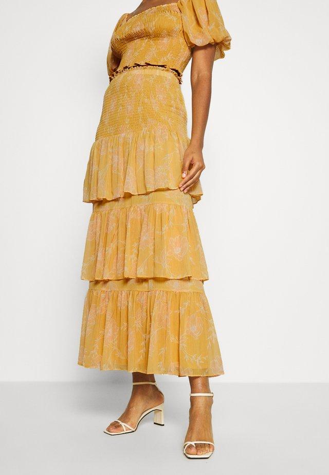 TIERED RUFFLE SKIRT - Maxi sukně - mustard