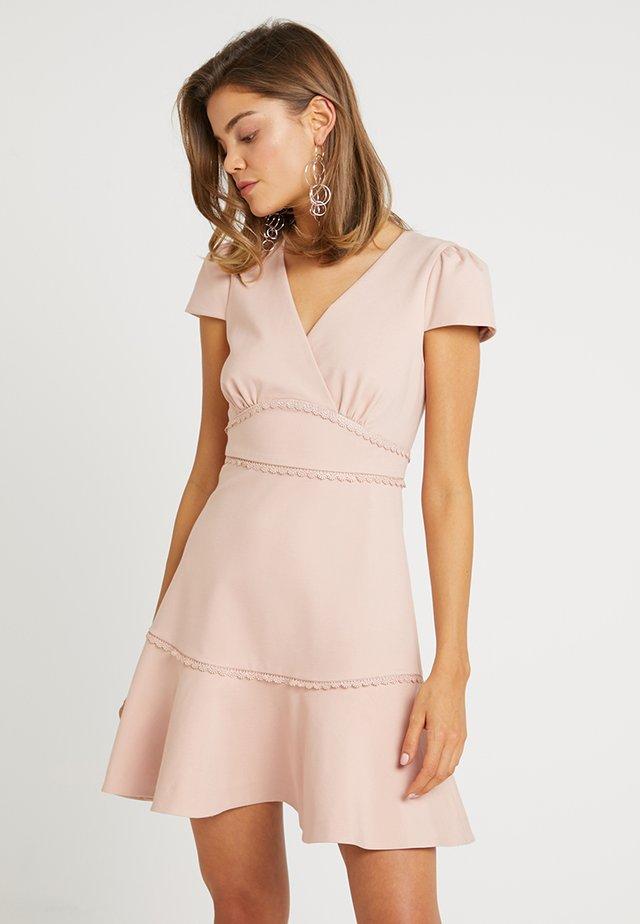 PONTE TRIM INSERT DRESS - Sukienka z dżerseju - blush