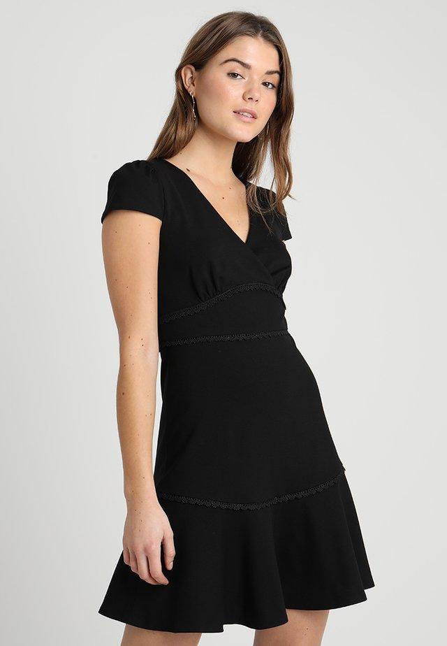 PONTE TRIM INSERT DRESS - Žerzejové šaty - black