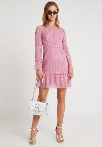 Forever New - GEO FLIPPY DRESS - Cocktailkjole - pop pink - 2
