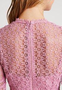 Forever New - GEO FLIPPY DRESS - Cocktailkjole - pop pink - 6