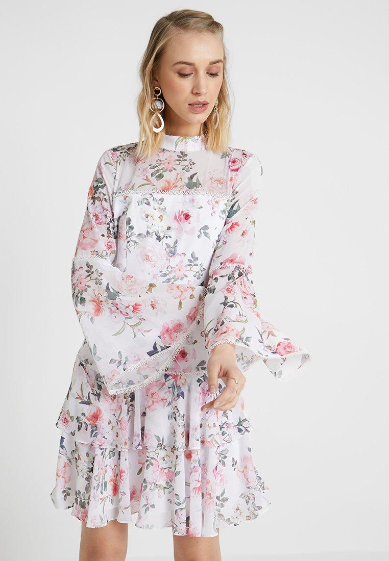 Forever New - ARCHIE FLARE SLEEVE DRESS - Vapaa-ajan mekko - porcelain
