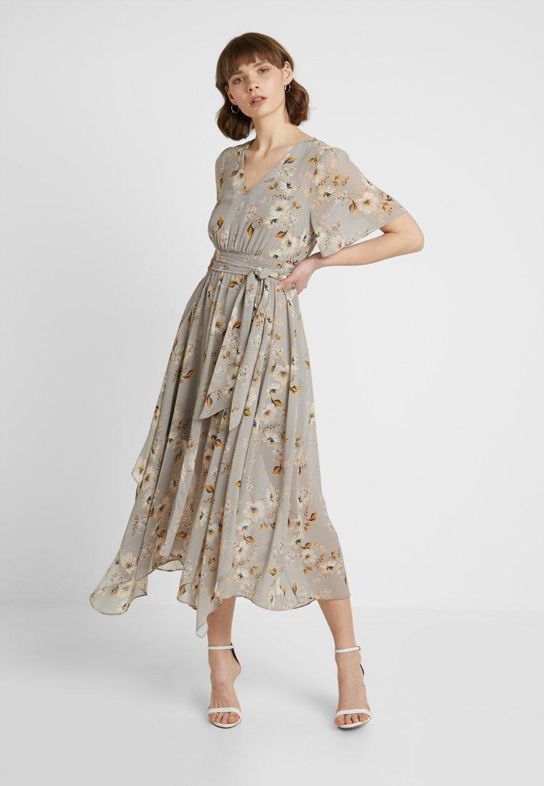 Forever New - SHIRRED WAIST DRESS - Maxikjoler - ochre wallpaper