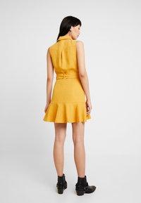 Forever New - FLIPPY UTILITY DRESS - Skjortklänning - ochre - 3