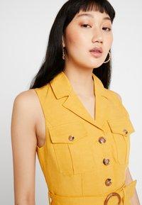 Forever New - FLIPPY UTILITY DRESS - Skjortklänning - ochre - 4