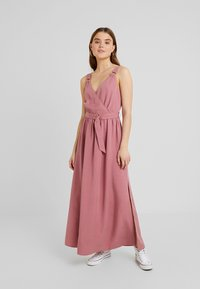 Forever New - IMOGEN WRAP DRESS - Vestido largo - romantic rouge - 0