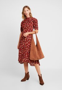 Forever New - TESSA PUFF SLEEVE MIDI DRESS - Vestido largo - bordeaux - 2