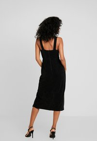Forever New - DAKOTA WRAP HALTER DRESS - Vestido de cóctel - black metallic - 3