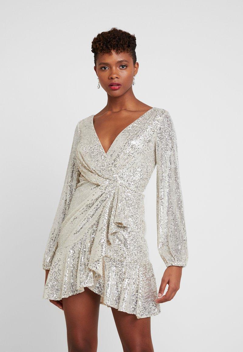 Forever New - SEQUIN FLIP DRESS - Cocktailkleid/festliches Kleid - silver