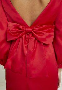 Forever New - TAZMIN MINI BOW DRESS - Cocktailkleid/festliches Kleid - red - 7