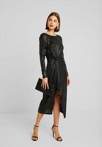 Forever New - TESSA TWIST LONG SLEEVE DRESS - Vestido informal - charcoal - 2