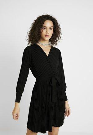 CINDY PLEAT DRESS - Robe pull - black