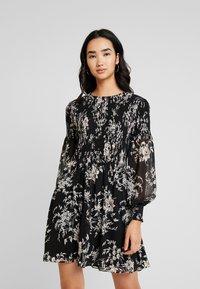 Forever New - JULIETTA SHIRRED MINI DRESS - Sukienka letnia - black - 0
