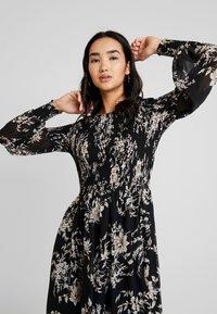 Forever New - JULIETTA SHIRRED MINI DRESS - Sukienka letnia - black - 4