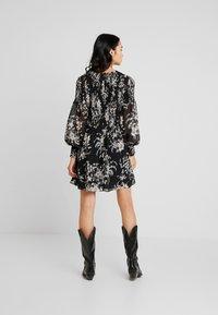 Forever New - JULIETTA SHIRRED MINI DRESS - Sukienka letnia - black - 3