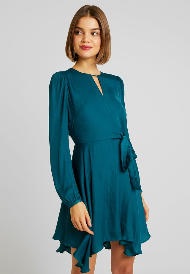 BARBARA WRAP SKATER DRESS - Freizeitkleid - teal