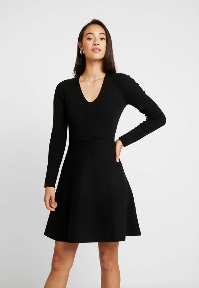 CARRIE SKATER DRESS - Strickkleid - black