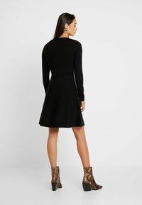 Forever New - CARRIE SKATER DRESS - Strikket kjole - black - 2