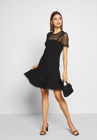 Forever New - STEPHS PONTE DRESS - Žerzejové šaty - black - 1