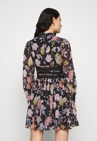 Forever New - BODY WITH FLORAL PRINT - Vardagsklänning - black - 2