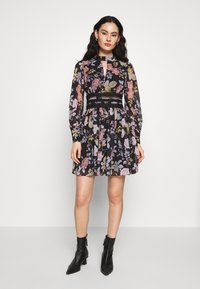 Forever New - BODY WITH FLORAL PRINT - Vardagsklänning - black - 1